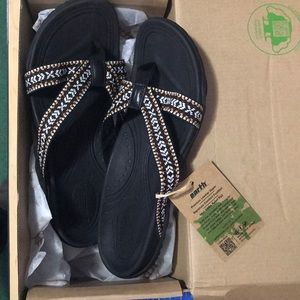 NWT Earth Vegan Thing Sandals In Box Comfortable